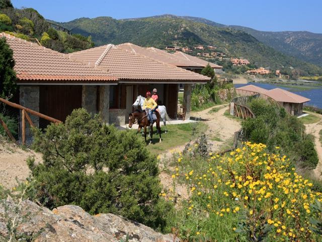 chia - vakantiehuisjes aan zee - sardinie (1).jpg