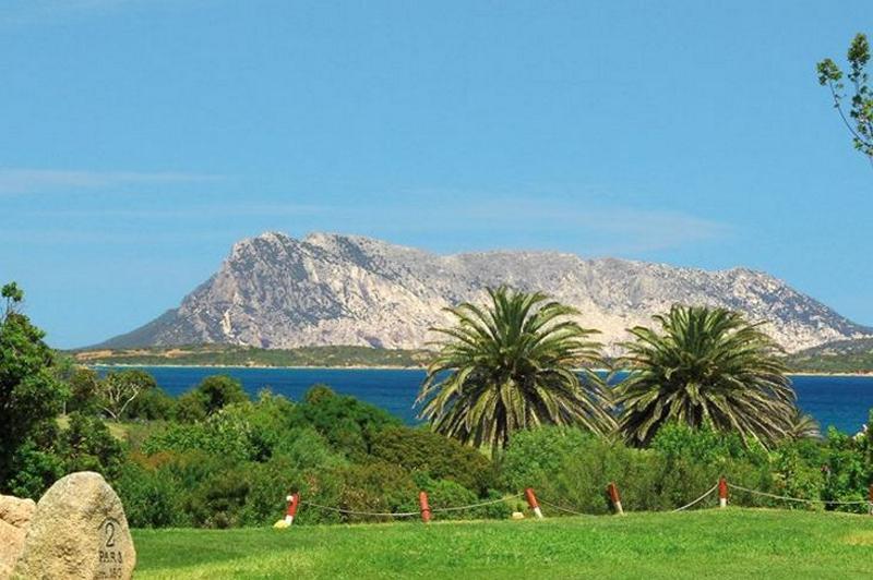 golf hotels sardinie - resort sardinie aan zee.jpg
