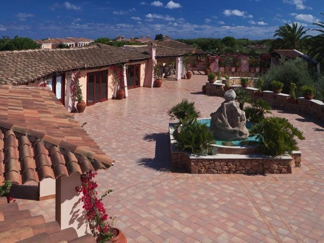vakantie orosei sardinie - hotel resort i giardini di cala ginepro (5).jpg
