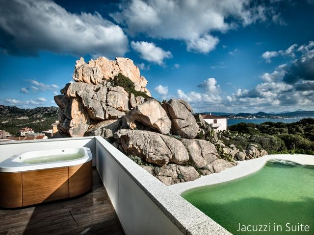 jacuzzi - luxe suite in ma & ma resort (2).jpg