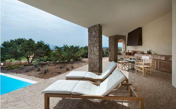 sardinie - luxe vakantiehuis aan zee met zwembad - sardinia4all (2).jpg