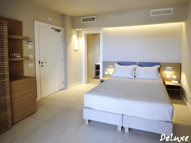 deluxe-rooms-domu-simius-villasimius.png