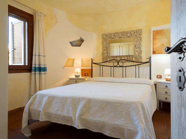 vakantiehuis met zwembad op sardinie - villa capo coda cavallo (16).png