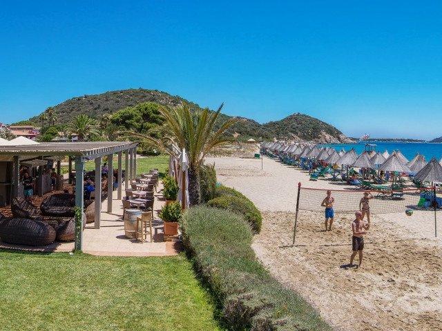hotel cormoran beachbar 4.jpg