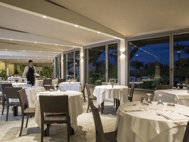 hotel cormoran restaurant 2.jpg