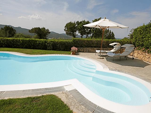 vakantiehuis-porto-rotondo-sardinie-met-zwembad (9).png