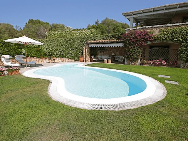 vakantiehuis-porto-rotondo-sardinie-met-zwembad (10).png