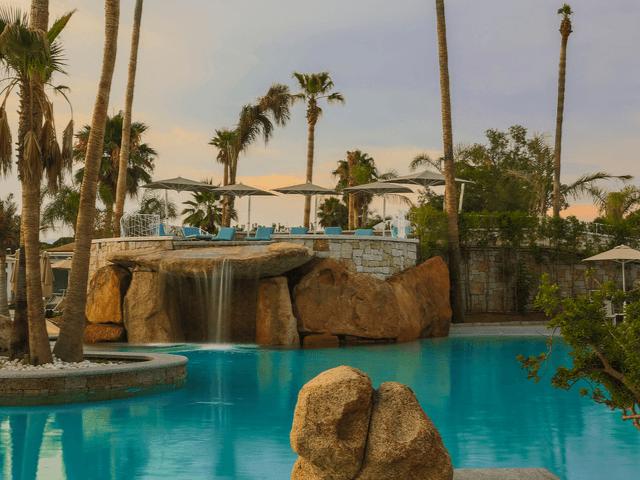 club-hotel-on-the-beach-sardinia