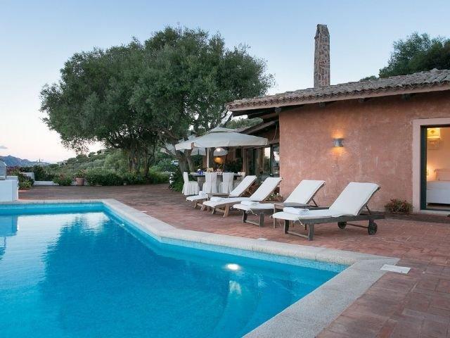 luxe villas sardinie- villa milaggiu - sardinia4all (10).jpg