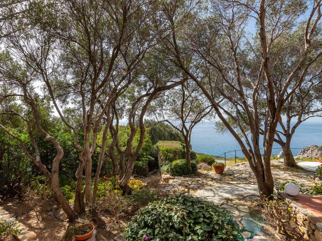 luxe huis sardinie met zeezicht en zwembad (36).png