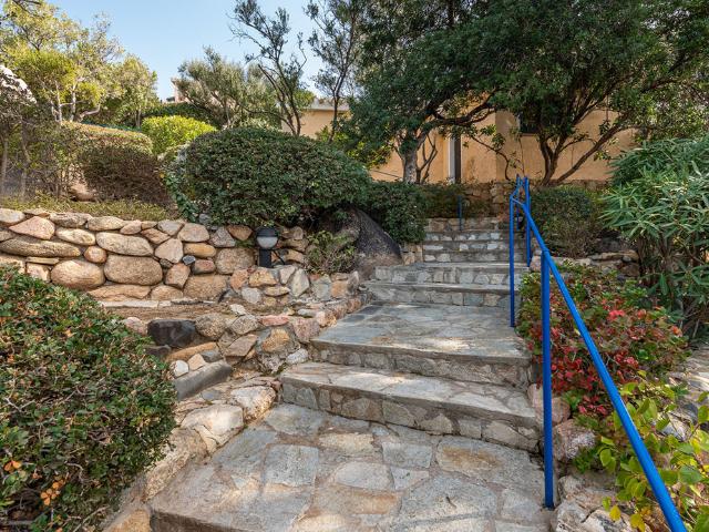 luxe huis sardinie met zeezicht en zwembad (9).png