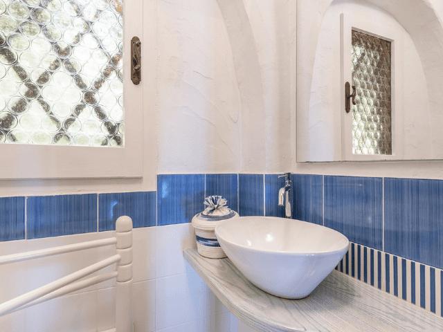 luxe huis sardinie met zeezicht en zwembad (11).png