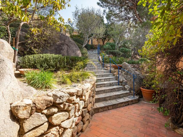 luxe huis sardinie met zeezicht en zwembad (10).png