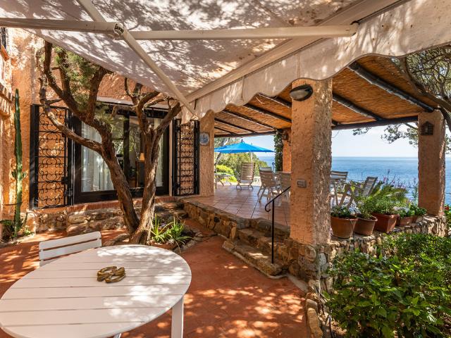 luxe huis sardinie met zeezicht en zwembad (28).png
