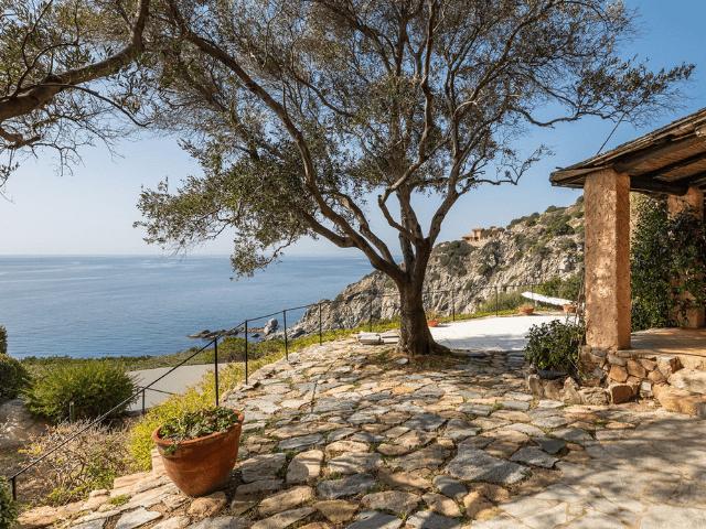 luxe huis sardinie met zeezicht en zwembad (35).png