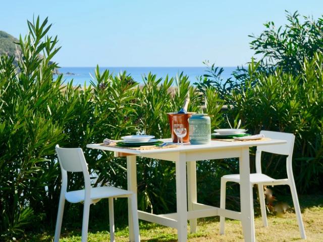 bungalow aan zee op sardinie (1).png
