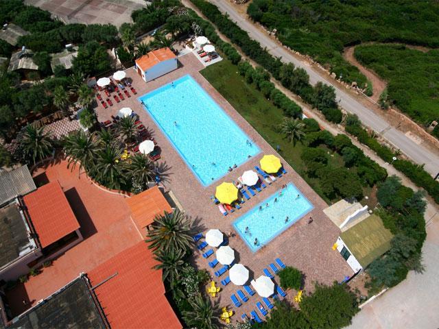 Luchtfoto van Vakantiepark & Camping Torre del Porticciolo in Alghero - Sardinië