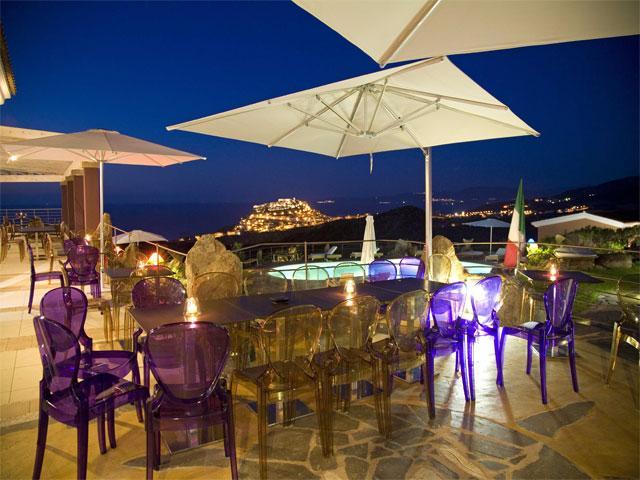 Terras van het Bajaloglia Resort - Sardinië