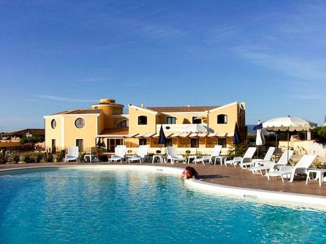 Hotel Raffael met zwembad in Putzu Idu - westkust Sardinie
