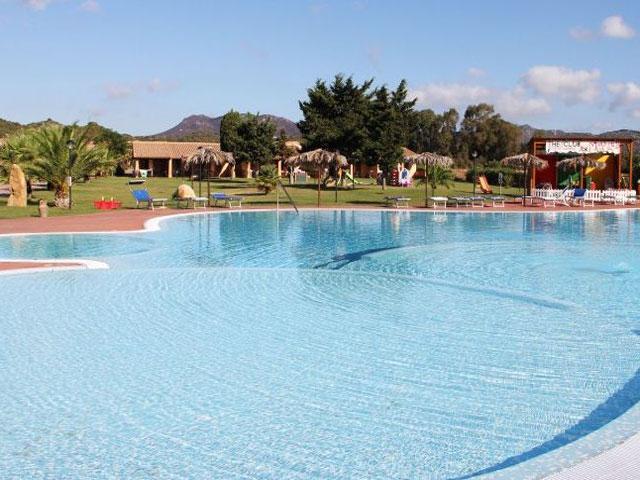 Vakantiepark Rei Beach Club heeft een zwembad met twee kinderbaden - Sardinie