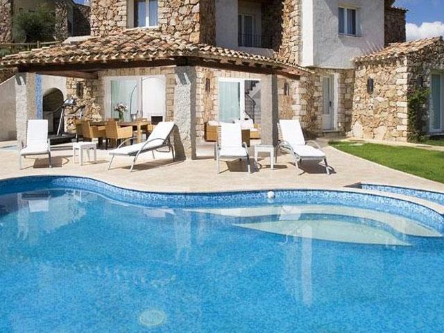 Villa in Villas Resort - Luxe vakantiehuizen met zwembad in Costa Rey - Sardinie (15)