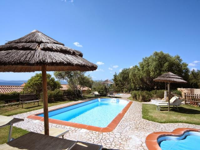 sardinie-appartementen met zwembad-en-kinderbad-baia-salinedda.jpg