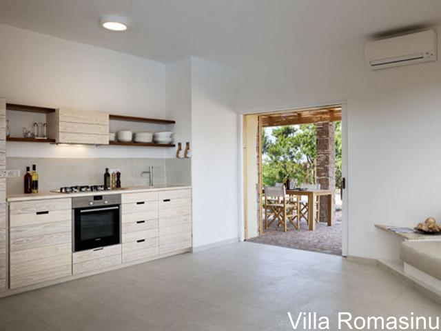 sardinie - luxe vakantiehuis aan zee met zwembad - sardinia4all (5).jpg