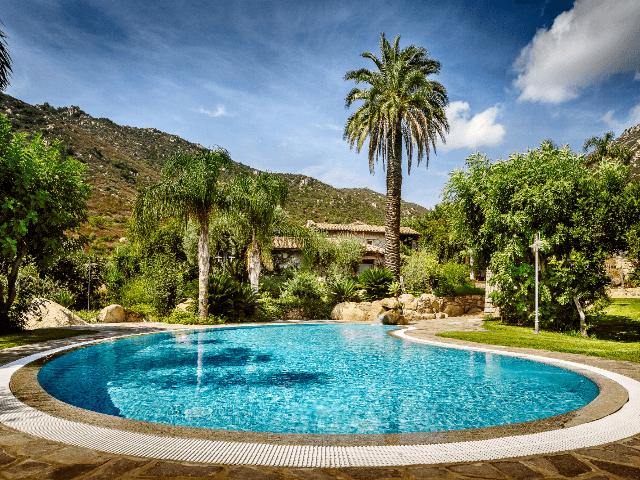 resort-sardinie-met-zwembad-cruccuris-resort