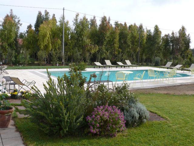 Het nieuwe zwembad van landhuis Wine Resort